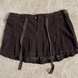 Brown pleated mini skirt